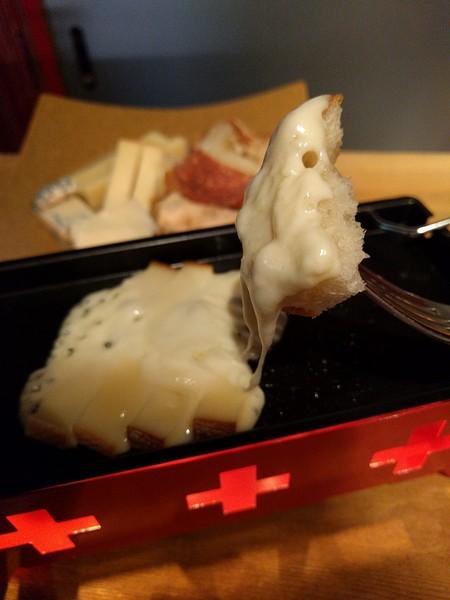 お好み焼きとチーズのお店 四ツ橋カーヴ