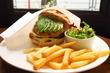 【恵比寿】ふわふわバンズに肉汁たっぷりパティが絶品。元祖グルメバーガー「バーガーマニア 恵比寿店 (Burger Mania)」