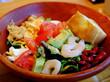 「恵比寿 ESPRESSO D WORKSの海老とチキンのCOBUサラダ&キャラメルナッツパンケーキ」