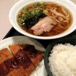 大阪の味 らーめん 喜らく日替り定食800円醤油ラーメンにとんかつが🎵滝見小路の雰囲気にマッチした懐かしい味わい🎵
