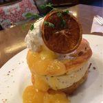 期間限定♡オレンジチョコチップマシュマロサンドパンケーキ 1,300円♡マシュマロサンドのボリュームすごい!凍っててアイスみたいでした♡ビジュアル最高♡