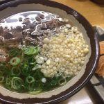 月曜日のお昼は梅田の駅前1ビル地下のつるつる庵でお出汁の効いた肉そばといなりを頂きました!