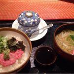 秋田出張の最後の夜は牛トロ丼セット 稲庭うどん付き茶碗蒸しも付いて1700円奮発しましたが納得の味でした(≧∇≦)