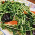 「豆苗炒め」心地良い食感の中に自家製・毛湯のコクが煌く♪ 半数のお客さんが注文する、大人気メニューです! 東中野・福建家庭料理  旬の香