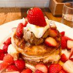 j.s. pancake cafe マークイズみなとみらい店 モアストロベリーミルフィーユパンケーキ 薄めパンケーキ2枚 パイ生地2枚