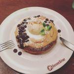 MOKUOLA Dexee Diner ルミネエスト新宿店ピーナッツバターパンケーキにチョコチップをトッピングしました(^ ^)