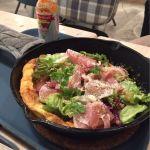 お食事系。プロシュート&マッシュパンケーキ。生ハムの塩気がほんのり甘い生地に合います(^^)