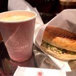 ANTICO CAFFE AL AVIS『サーモンとブロッコリーのパニーニとカフェラテ』