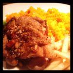 BAR ESPANOL LA BODEGA、週替わりのランチプレート950円。今週は鶏もも肉のステーキ、バルサミコソース。