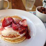j.s. pancake cafe マークイズみなとみらい店/ストロベリー チョコレート マスカルポーネ パンケーキ。ギャレットの限定チョコココキャラメルクリスプ美味い〜(≧∇≦)