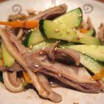 「豚ガツと胡瓜辛和え」ガツは、新鮮な上に下処理が良いので、心地よい食感の中に上品な甘みと旨味!中国醤油ダレは、じんわりと辛く、深みのある味わい♪ 東中野・福建家庭料理 旬の香