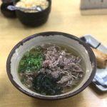 梅田の第一ビル地下のつるつる庵で肉そばに稲荷を頂きました!