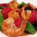 「殻付き海老とピーマン  香り炒め」殻の香ばしさと中国醤油の香りで、ピーマンの蒼い香りに躍動感が生まれ。雄々しさと繊細さを併せ持ったひと皿に。 東中野・福建家庭料理  旬の香