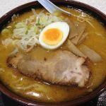 札幌 三代目月見軒 #ramen 大盛と並が同一料金。ウーロン茶の食券あり。フードコート内屯ちんと並び。
