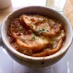 なんだかとても寒いので、熱々のオニオングラタンスープ。あったまったけど今日はカロリーオーバーだな… (@ J.H.V. )