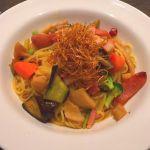 8種野菜とベーコン・ペペロンチーノしょうゆ味盛りだくさんで美味しい〜(*´﹃`*)
