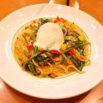 半熟卵とほうれん草のミートクリーム ◇ ダッキーダック 町田ジョルナ店