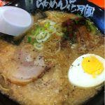 らあめん花月嵐 イオンモール神戸北店 #ramen 今日は嵐げんこつラーメン(醤油)にサービスのニラ唐辛子をトッピング。辛すぎるかと思いましたが、今日のスープは少し塩辛かった。