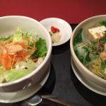 ミニフォーとミニ丼のセット。ミニ丼はベトナム炊き込みご飯。