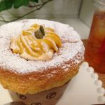 東京えんとつ cafe オーテモリ店 今日乗り換え途中にあったのでふらり♪かぼちゃえんとつ!シフォンケーキの中にクリームがとろ〜り♪( ´▽`*)