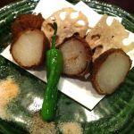 隠れ房 川崎店 これ美味しかったなー里芋のなんとか揚げ。鰹節がまぶしてある。三種の塩をつけて頂きます。
