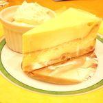 チーズケーキ カフェ  横浜ダイヤモンド店のダブルチーズケーキは、ベイクドとレアチーズが半分ずつ!