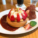 季節のパンケーキ やよいひめとキャラメルソース 生地はしっかりめのホットケーキに近い生地なので、小さめだが食べ応えあり!香ばしいほろ苦い濃厚なキャラメルソースがすごく美味しい♪