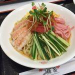 五目冷麺。冷麺といっても冷やし中華。盛り方が涼し気でいい。麺の大盛り無料。 (@ 梅蘭 テラスモール湘南店)