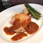 鶏もも肉のロースト プロヴァンス風トマトソース 新玉葱とアスパラガスのソテーを添えて