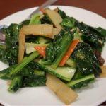 """店員さんに""""小松菜""""と説明されましたが… アレより肉厚でからし菜のような蒼苦さが有る、謎の「青菜炒め」秀味園"""