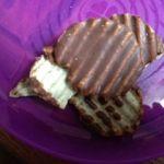 ロイズコンフェクト 札幌三越店    ロイズポテトチップチョコレート     ポテトチップスにチョコレートを塗した高カロリー食品。