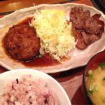 牛たん炙り焼きとハンバーグ定食@うまや ゆめタウン店。五穀米とけんちん汁美味い。