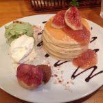 パンケーキママカフェ VoiVoi いちじくのパンケーキ。いちじくは思ったより甘さは控えめであっさりしていました。ピスタチオアイス美味い!