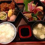 ランチで二重膳を頂きました。お刺身、焼き魚、和え物等々盛りだくさん。おおぶりのコロッケがとても美味しい!大満足。