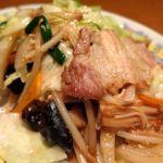 「豚肉と彩り野菜炒め」味の決め手は、特製・毛湯!豚肉に厚みが有って。ジワッとコクと旨みが溢れ出ます♪  東中野・福建家庭料理 旬の香