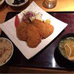大かまど飯 寅福 新宿 メンチとアジフライの定食と鮭の炊き込みご飯