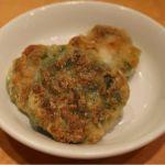 ニラの旨味とコクをギュッと凝縮!エビも入って、バランス良し!「ニラ餅」横浜中華街 華龍飯店