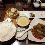 広東炒麺 南国酒家 東京駅店 ランチセットC 鶏肉とゴーヤなすとパイナップルの黒酢鶏+紹興酒5年