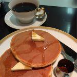 丸福珈琲店 羽田空港店お久しぶりのホットケーキ。パンケーキというより、ホットケーキな感じ。蜂蜜かメープルシロップが選べます。周りがサクッとしていて美味しかったです🎶