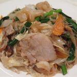 「海鮮焼きビーフン」  たっぷりの海鮮と野菜の旨みを引き出し、これを細めのビーフンが充分にたたえていてホッとします。。。 東中野・福建家庭料理 旬の香