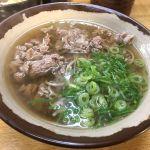 今日のお昼は梅田の第一ビル地下のつるつる庵で肉そばとお稲荷さんを頂きました!