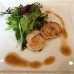 ホタテ貝のサラダ仕立て オニオンソース。@けやき坂