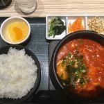 東京純豆腐 大阪マルビル店の豚キムチ 味噌ベース4辛。サラッとしたスープが気に入った!辛さも標準は2だが、自分は4でちょうどいい!豚肉が少なかった事だけが残念。。
