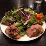 ボリューミーなレバーのパテ。1150円のランチの前菜。