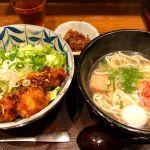 梅田に出たついでにランチ。島ラー油の唐揚げ丼に沖縄そばのセット♬どちらも美味しい♬が、唯一の誤算はボリュームがあり過ぎ💦💦