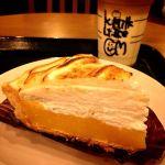 *レモンココナッツパイ* サクサクのパイ,酸味が爽やかなレモンクリーム,まろやかな甘さのココナッツムース,そしてふわふわのメレンゲ。夏らしいデザート♪400