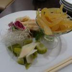 揚州飯店 渋谷店   冷菜三種盛り合わせ(1620円)   クラゲが大きい〜
