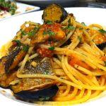 パスタも定番からオススメから多数ある中、こちらをチョイス。秋刀魚と茄子のスパゲッティ。本当は秋刀魚に合わせて居たのはセロリでしたがあまり得意では無いので替えて頂きましたが美味い。KYODO406