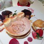 フラッグスカフェ 上野松坂屋店: 限定のパンダパンケーキ。焼印もだけど、チョコフレンチがパンダのミミを型取っている可愛いプレートです。ドリンク混みセット料金なので注意を!