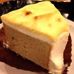 *スイートポテトシフォンケーキ* ほんのりシナモン風味のシフォンケーキに、生クリーム&スイートポテトクリーム。表面の焼き色も良い感じ♡作ってみたい‼︎ 380